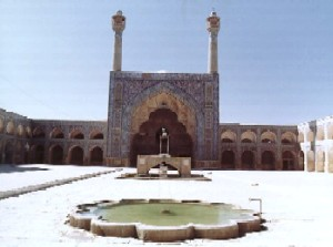 Source: https://civil.iut.ac.ir/general/isfahan/Images/Masjid-i-jame/01JISF03.JPG