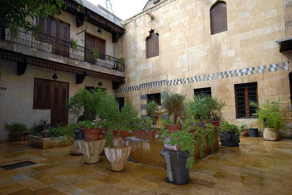 The courtyard houses of syria for Homes with courtyards in the middle