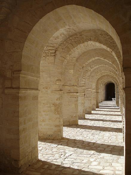 Figure 3: Arcade of transverse arches in Mahdia Mosque Tunisia (11th century). (Source).